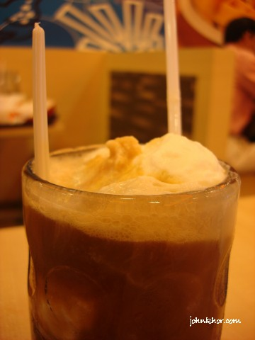 A&W Root Beer with Vanilla Ice Cream