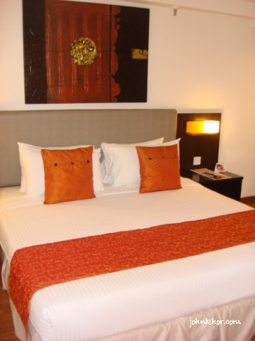 King-size beds at Presidential Suite @ Hydro Hotel, Batu Ferringhi, Penang