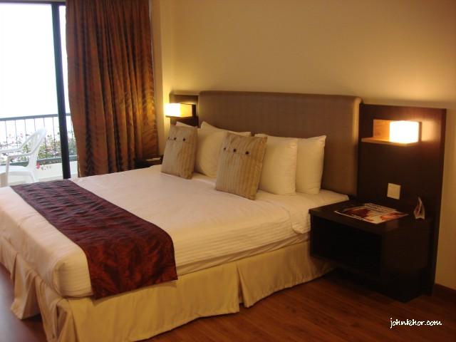Beautiful Beds @ Hydro Hotel, Batu Ferringhi, Penang
