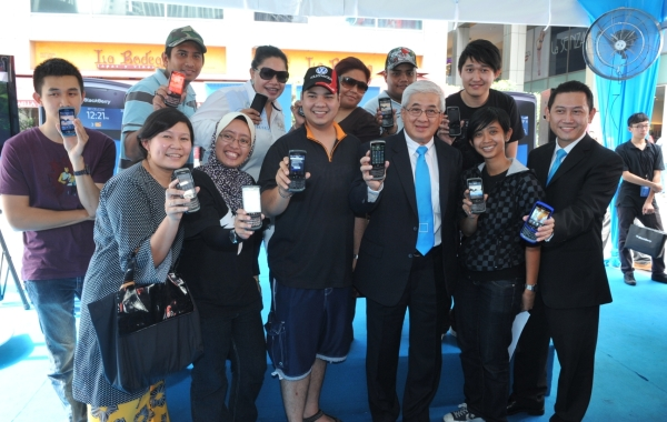 Lucky RM8 buyers of Celcom Blackberry Torch 9800