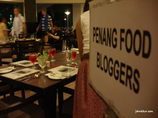Penang food-bloggers @ Palms Restaurant, Hydro Hotel, Penang 1
