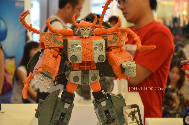 CSL Transformer Phone DS700 Launching Queensbay Mall 2